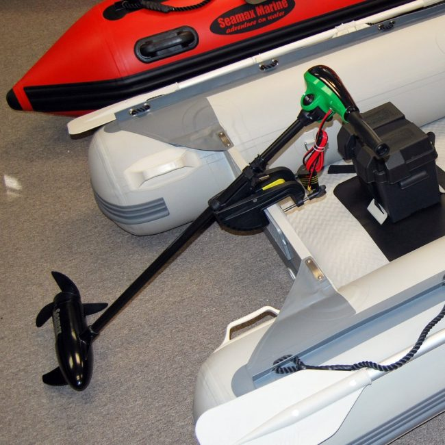 eletricMotorX mounted 650x650 - Seamax 12V Electric Trolling Motor, 62 Pound Thrust, 40 Inch Shaft, 8 Speeds